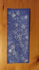Weiße Tinte auf blauem Tnkarton